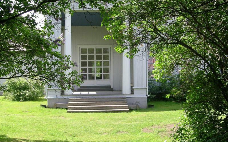 Alajärven Villa Väinölässä on kaunis puutarha