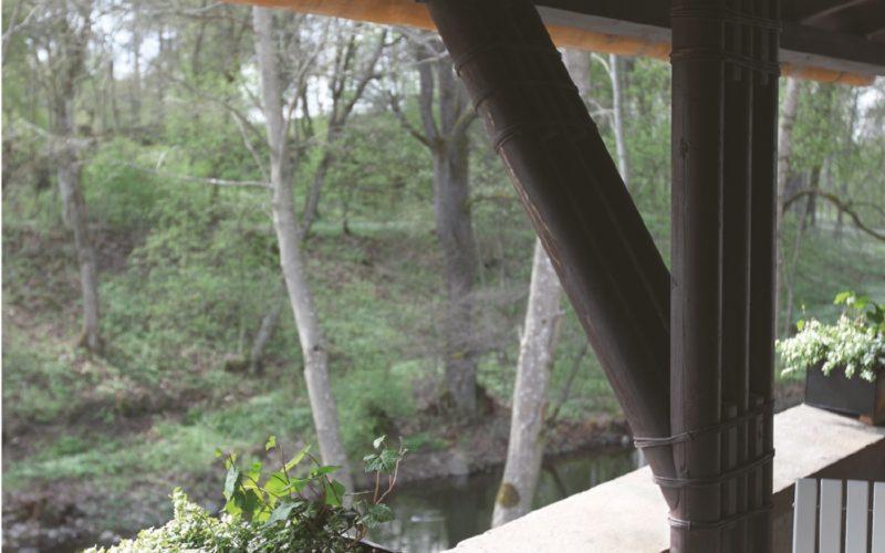 Jokisaunan terassilla on mukava vilvoitella