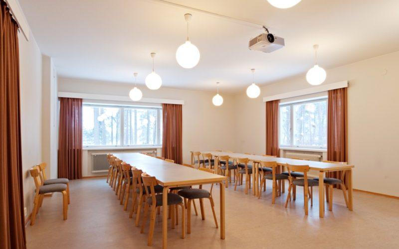 Kantola kokoustila kuva Rurik Wasastjerna