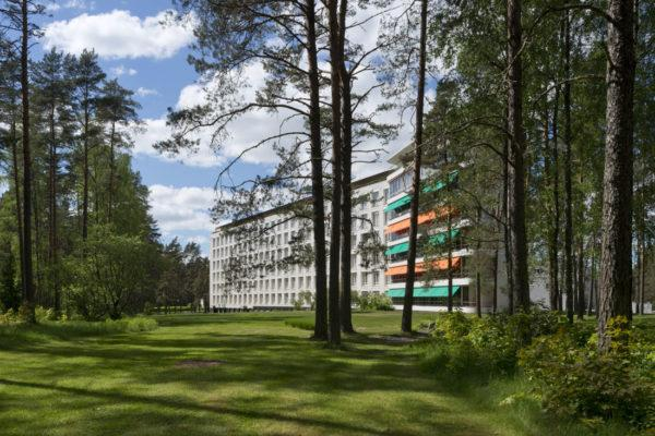 Paimio Sanatorium in pinewoods photo Maija Holma Alvar Aalto Foundation