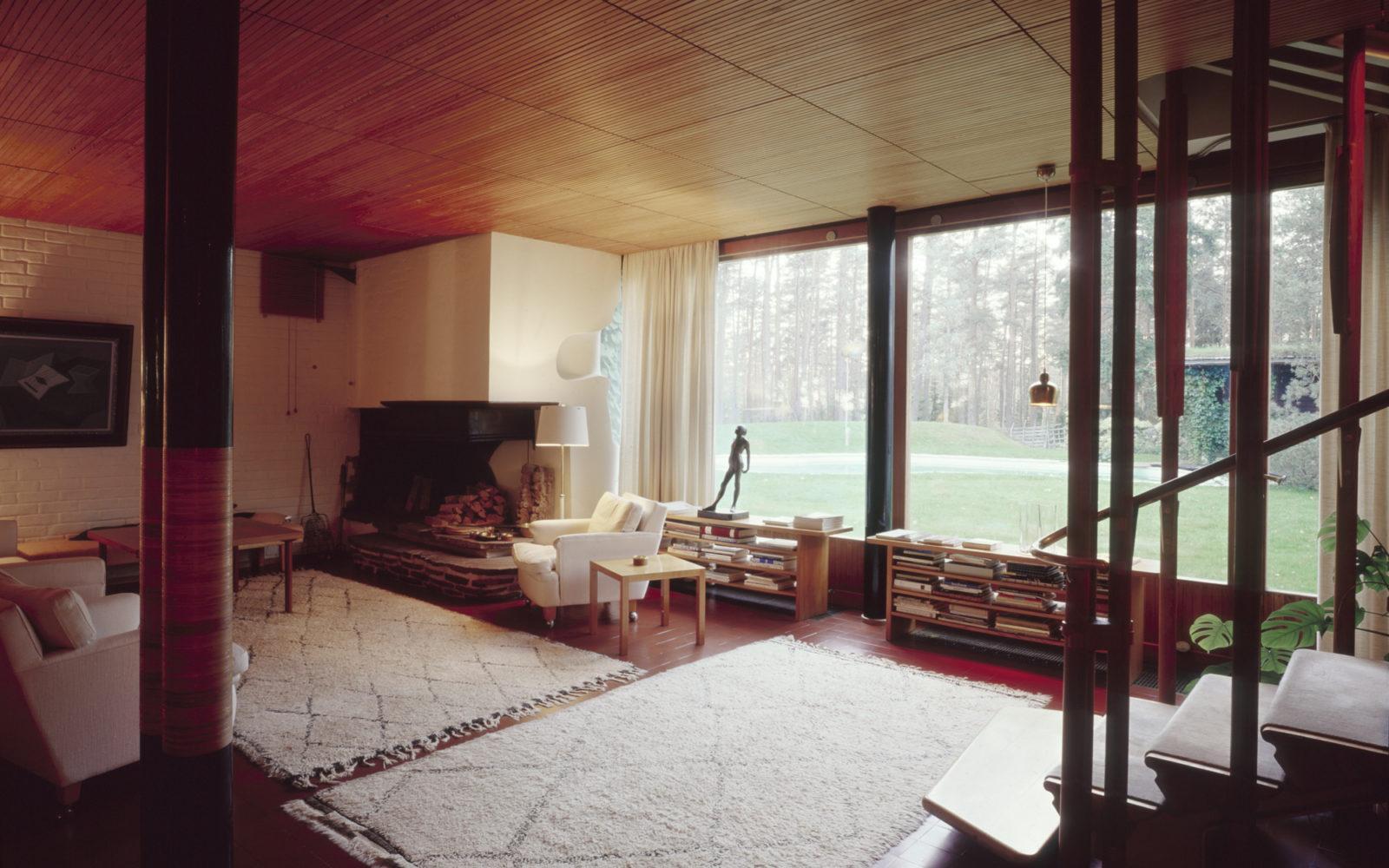 Villa-Mairea-Noormarkku-1939-living-room-photo-maija-holma-alvar-aalto-museum_av 1982