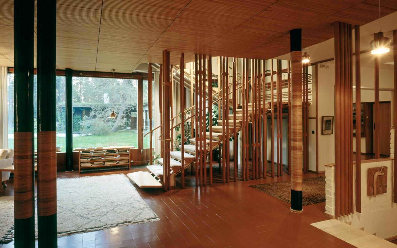 Villa-Mairea-Noormarkku-1939-living-room-stairs-photo-maija-holma-alvar-aalto-museum-av 1979