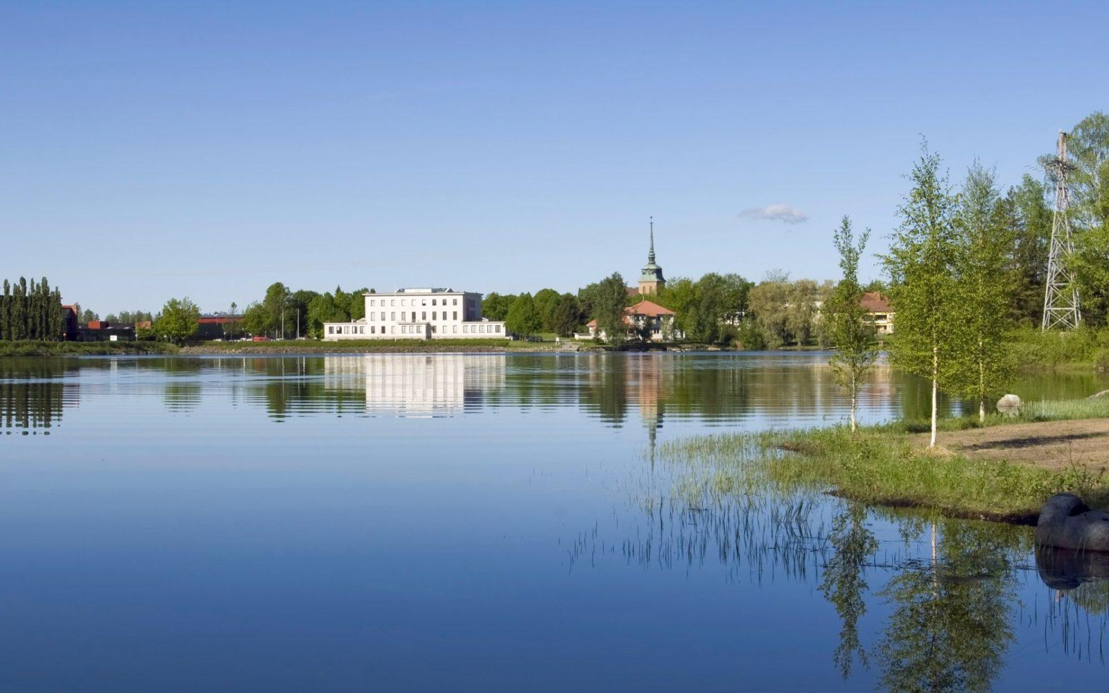 Serlachius Museum Gustaf is situated at a beautiful lakeside in the center of Mänttä. Photo: Serlachius Museums.