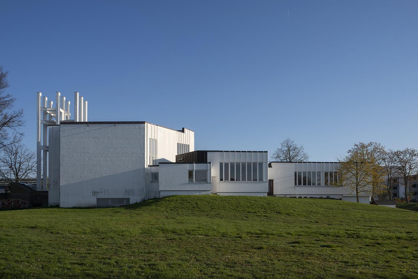 デトメローデ(Detmerode)教会(Stephanuskirche)と教区センター