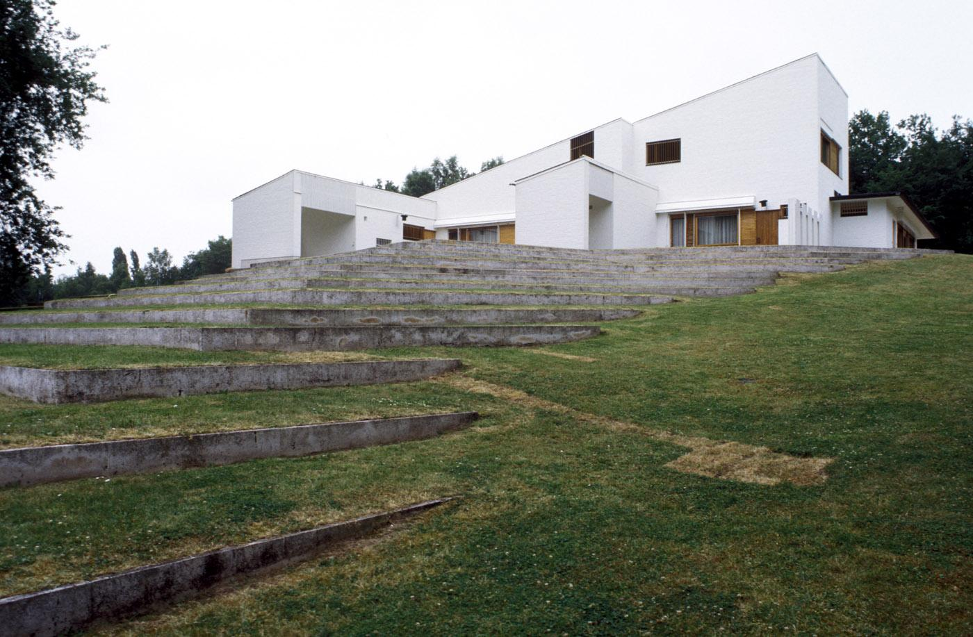 Maison Louis Carré backyard amphitheater