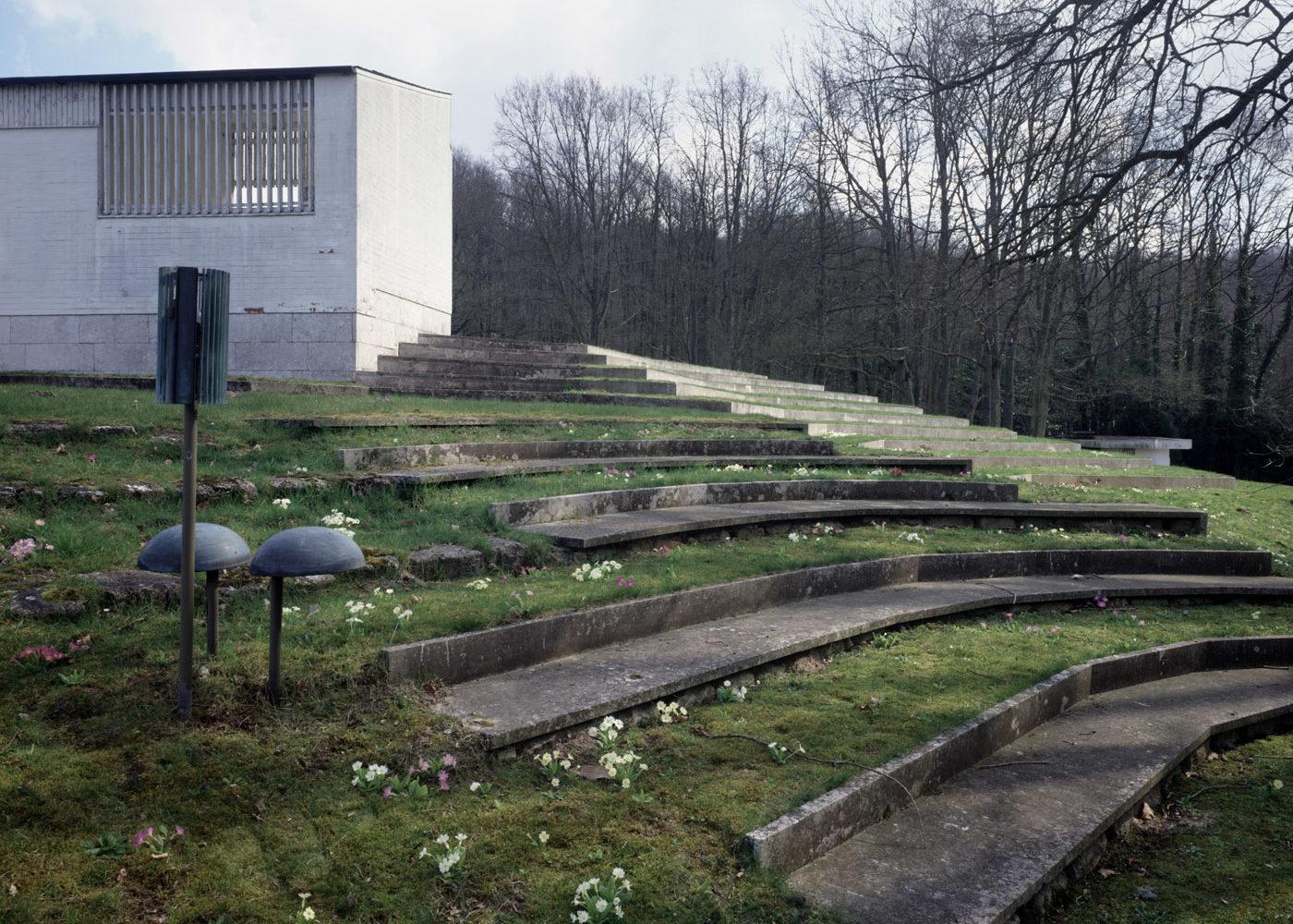 Maison Louis Carré garden