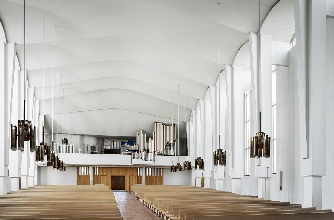 Lakeuden Ristin kirkkosalin urut