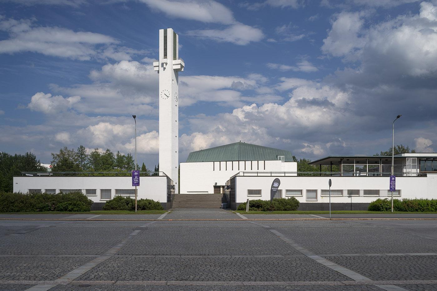 「平原の十字架」ラケウデンリスティ教会と教区センター